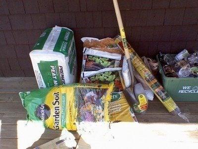 Organic gardening supplies: basic tools for organic gardens