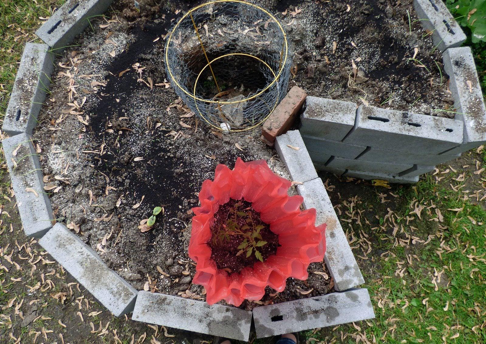Keyhole gardening create keyhole garden beds in your garden for Keyhole garden designs