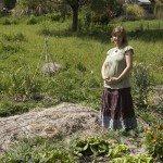 pregnant-in-garden
