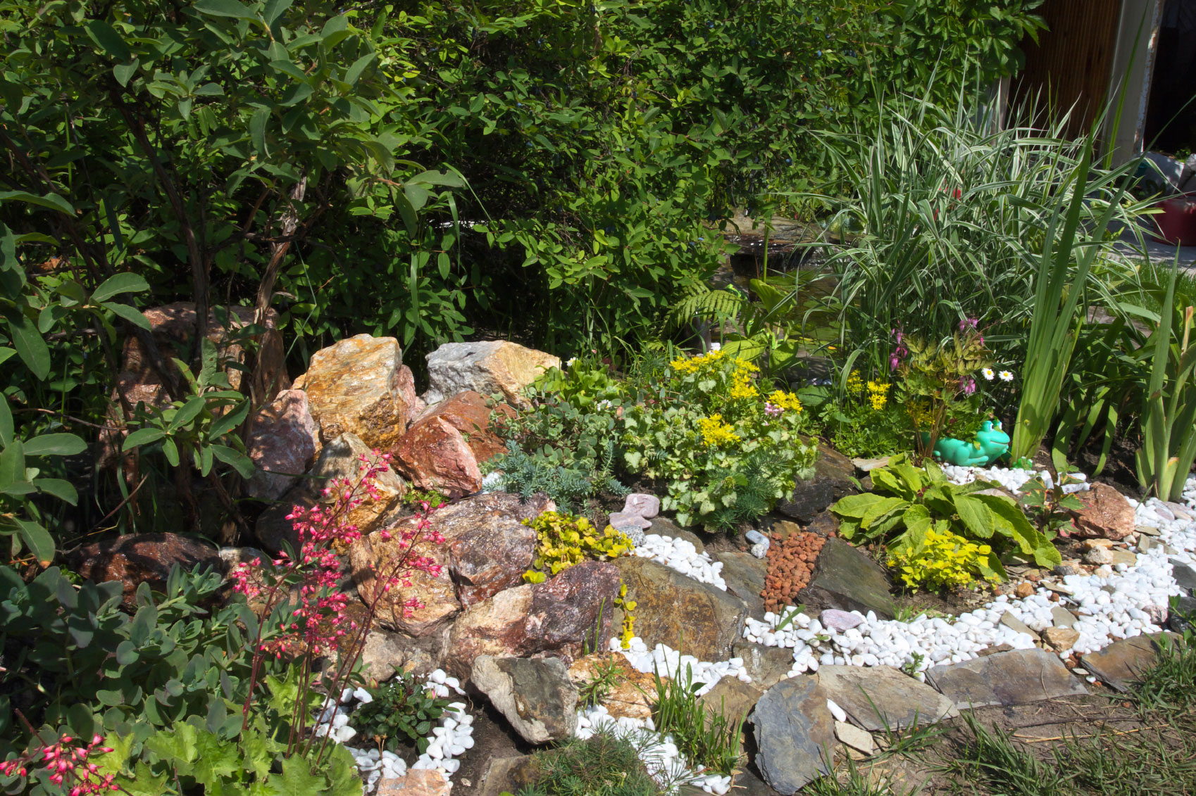 Rockery garden design how to make a rockery for Garden design ideas rockery