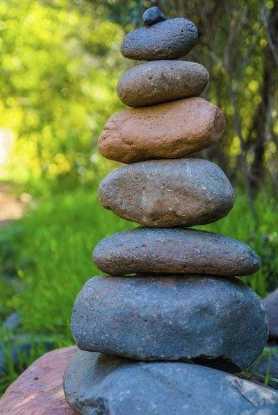 Cairn garden art: how to make a rock cairn for the garden