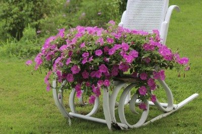Lawn decor tips: how to use lawn ornaments effectively