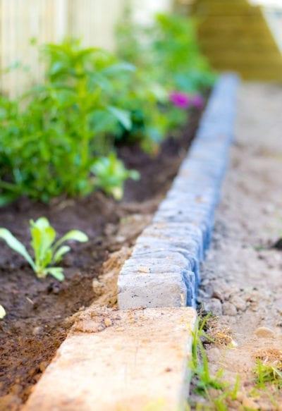 Rock Garden Edging Ideas How To Line, How To Build A Stacked Stone Garden Border
