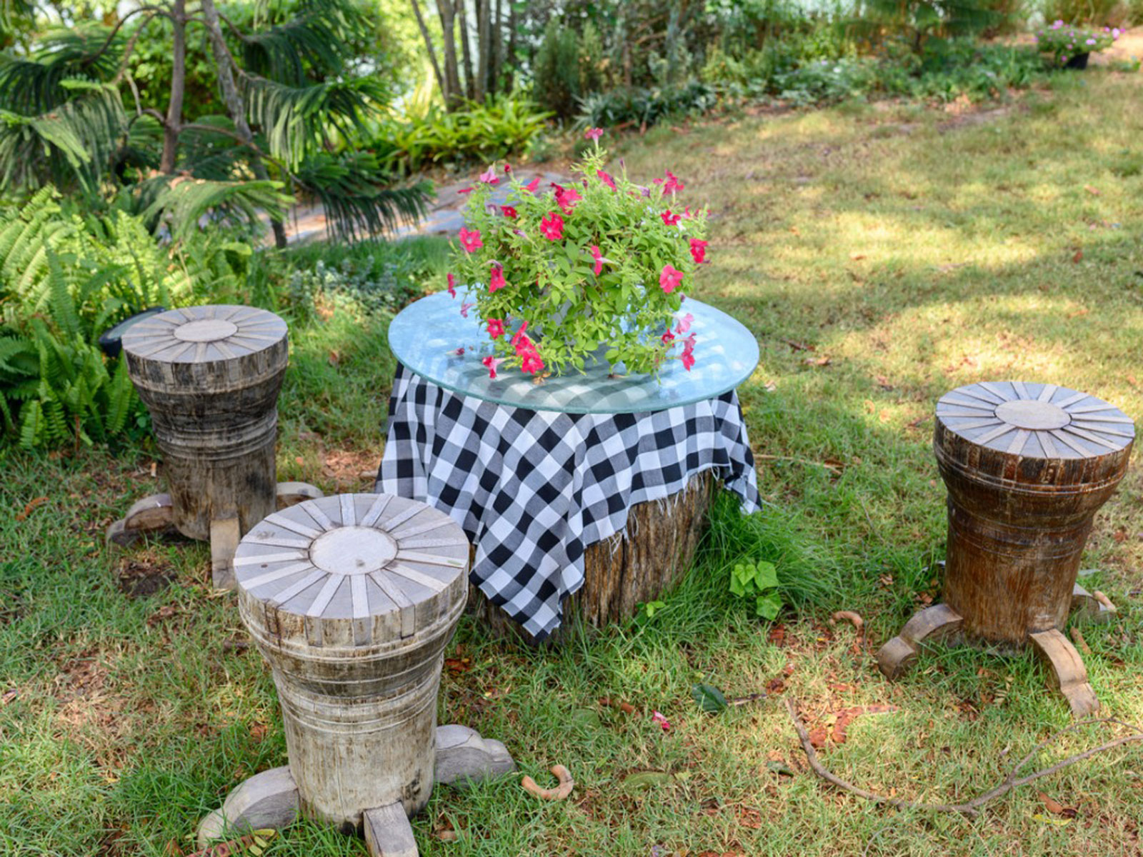 Inexpensive Backyard Design Outdoor Decorating On A Budget